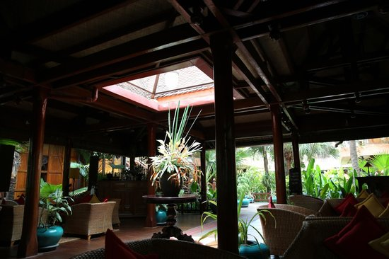 Angkor Village Hotel : Front lobby/bar