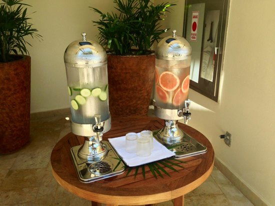 Rosewood Mayakoba: Complimentary Flavored Water At Beach Pool