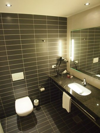 Crowne Plaza Copenhagen Towers: Bathroom