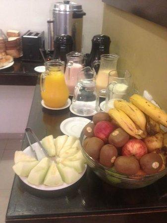 Hotel Urban Express: Café da manhã
