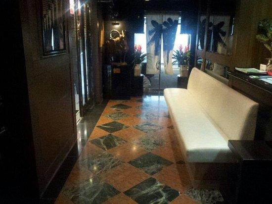 Hotel Park Inn Shinjuku : Small lobby
