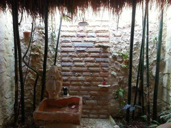 Casa Kan Balam: Unique bathroom