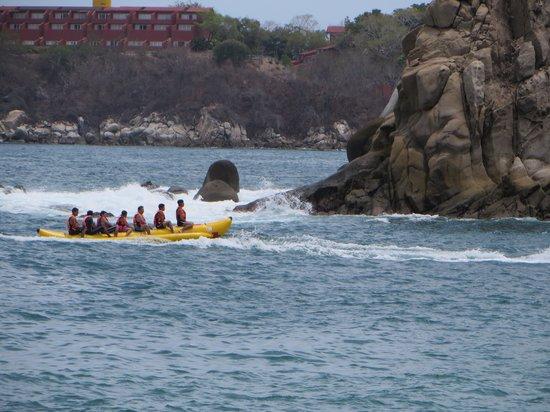 Dreams Huatulco Resort & Spa: people enjoying the water