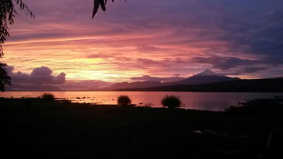 Villarrica Volcano: Amanecer en Lago Villarrica