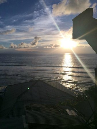 Mind Body Soul Surf Bali Retreat: sunset drinks at Uluwatu