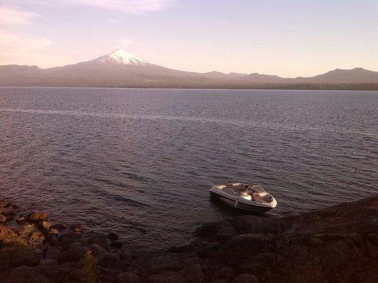 Villarrica Volcano: Desde la isla del lago Villarrica