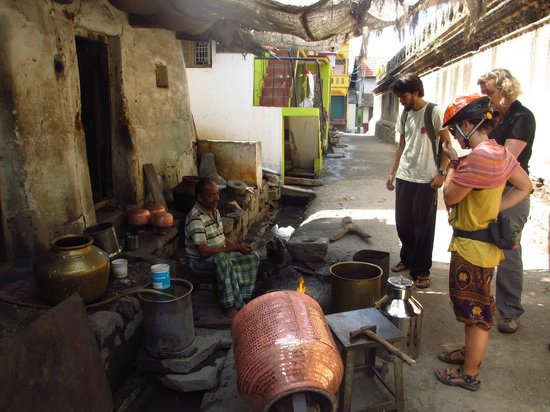 MYcycle - Mysore Cycle Tour: stopping to view some craftsmen