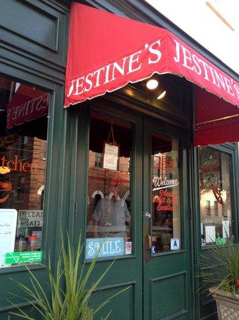 Jestine's Kitchen: Jestine's - no line on a Monday night in April.