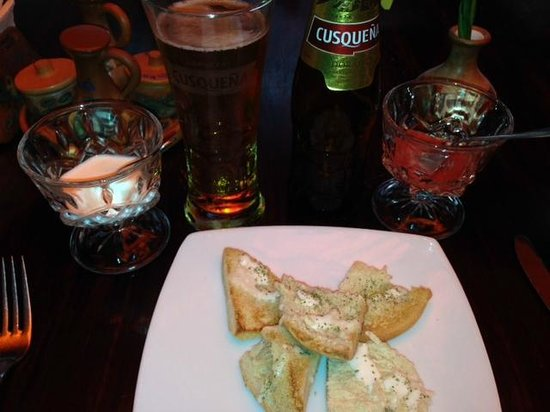 Inka Wasi Restaurant and Pizzeria: garlic bread is free. beer is not :)