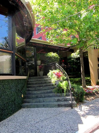 Hotel ZaZa Houston: Bar Outside Entrance