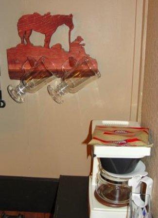 Pine Crest Motel: Cowboy hanger