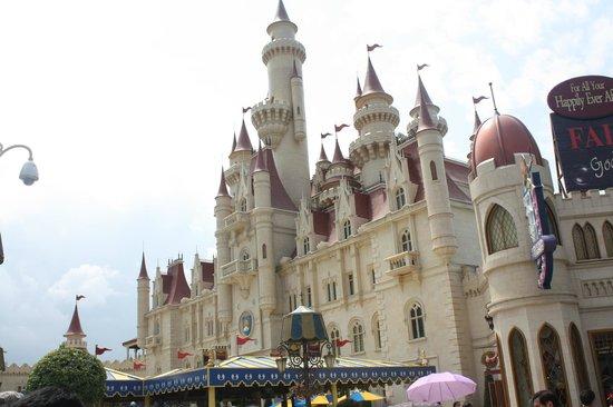 Universal Studios Singapore : Shrek castel