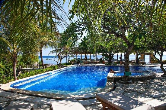 Arya Amed Beach Resort: Swimming Pool