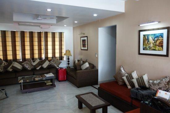 Tatvam Residency: lounge in apartment