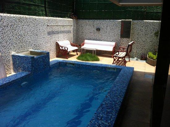 Tatvam Residency: baby pool