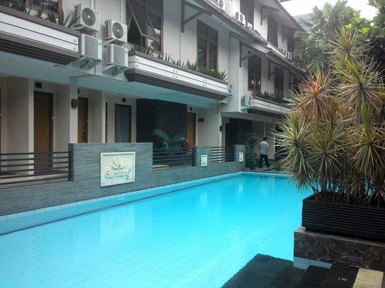 Gumilang Regency Hotel: Salah satu fasilitas yang disediakan oleh hotel gumilang regency adalah kolam renang yang ada di