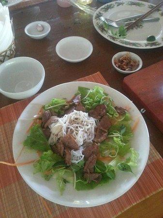 Thuan Tinh Island: Mmmm beef noodle salad nom nom nom
