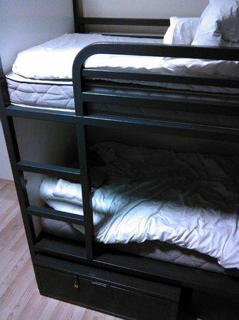 Generator Hostel Hamburg: Кровати в 6-ти местном общем номере