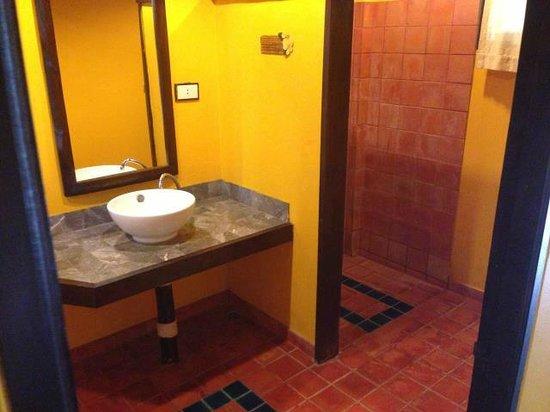 Relax Bay Resort : bathroom Regular fan and Premier fan