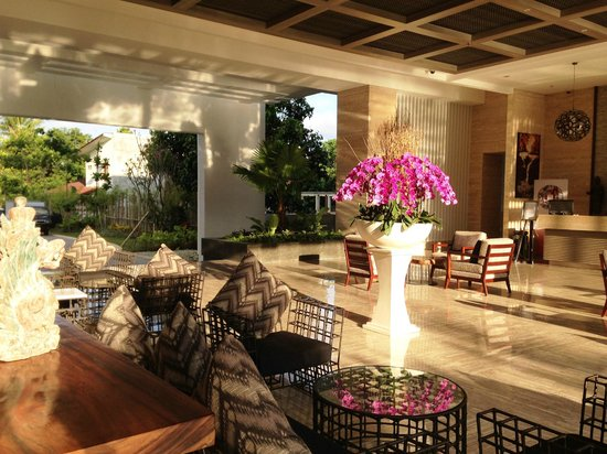 Swiss-Belresort Watu Jimbar: Stylish Lobby