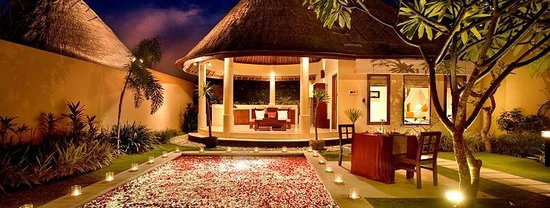 Mutiara Bali Boutique Resort & Villas: Flower arrangement waiting for us upon arrival