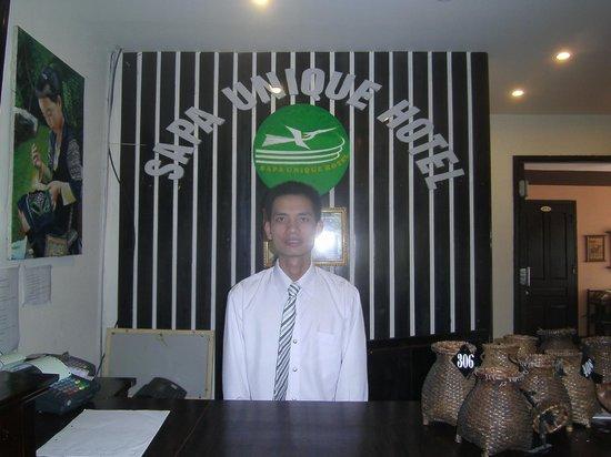 Sapa Unique Hotel: Mr Nam at reception