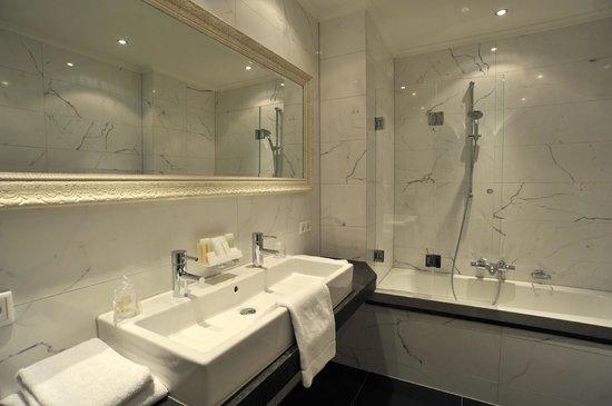 Badkamer Glamorous suite - Foto van Villa Rubenshof, Helmond ...