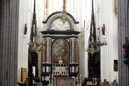 Cathédrale Notre-Dame d'Anvers : An altar