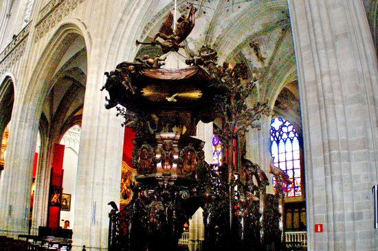 Liebfrauenkathedrale (Onze-Lieve-Vrouwekathedraal): 1713 oak Pulpit