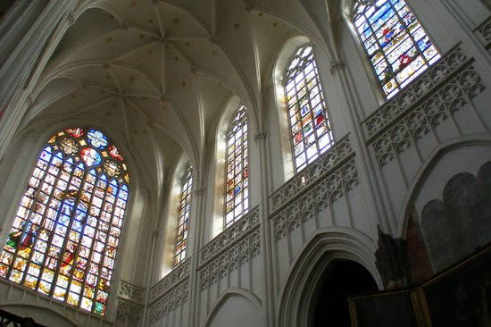 Liebfrauenkathedrale (Onze-Lieve-Vrouwekathedraal): Stained glass windows
