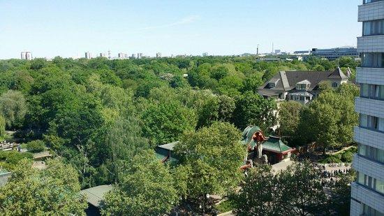 Hotel Palace Berlin: Blick auf den Zoo gegenüber