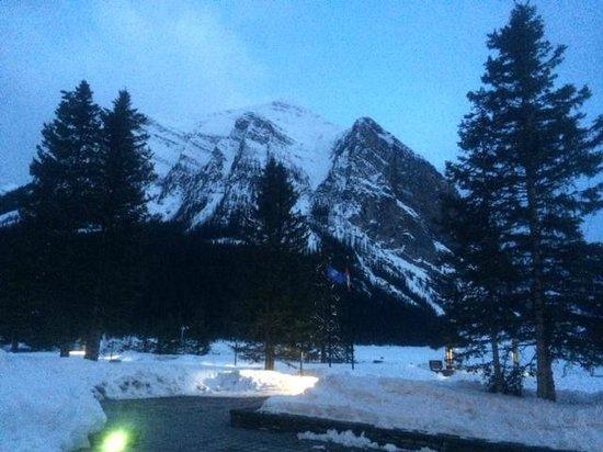 Fairmont Chateau Lake Louise: View outside