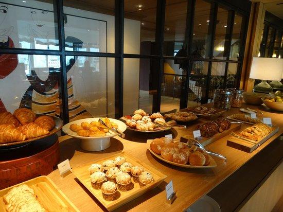 Grand Hyatt Erawan Bangkok: Grand Club lounge - breakfast