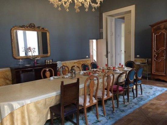 Palazzo Montevago: Mesa puesta para desayunar