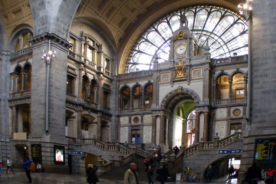 Gare centrale : In side the entrance hall