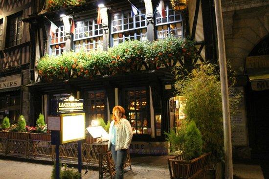 Restaurant La Couronne: вход