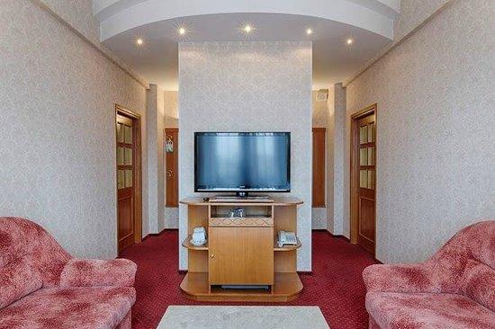Hotel Ukraine: Duplex living room