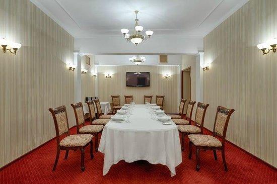 Hotel Ukraine: Banquette Hall