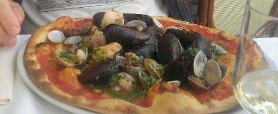 Ristorante Santa Felicita: Sensational Seafood Pizza
