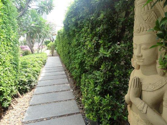 Grand Hyatt Erawan Bangkok: Beautiful grounds