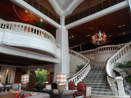 Grand Hyatt Erawan Bangkok: Grande hotel lobby
