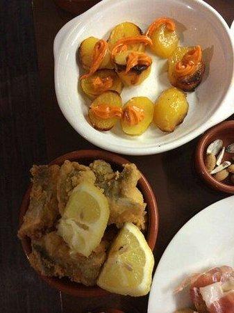 El Campo : Les patata brava et les morceaux de poisson frit un délice...
