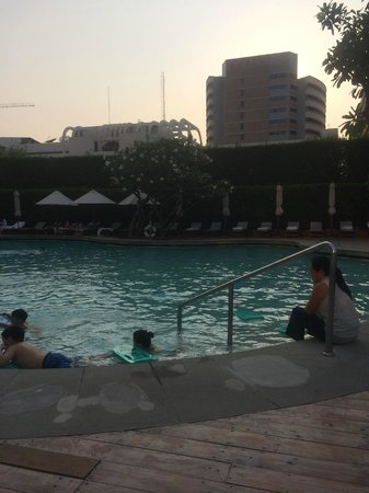 Grand Hyatt Erawan Bangkok : 5th floor pool
