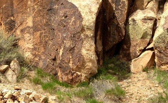 Parowan Gap Petroglyphs : Parowan Gap