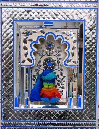 Hotel Udai Kothi : Entrance and Maha HaHa Beanie