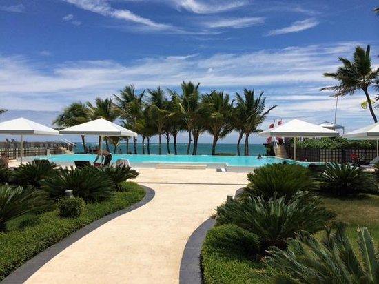 Millennium Resort & Spa: pool area