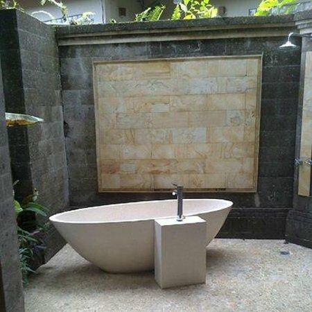 ONEWORLD retreats Kumara: Teachers Room outside bathroom