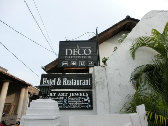 Deco On 44 : Sign of the hotel