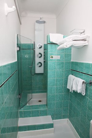 Hotel Le Pre Catelan : shower superior double