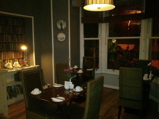 Rum Doodle Bed & Breakfast: Lounge